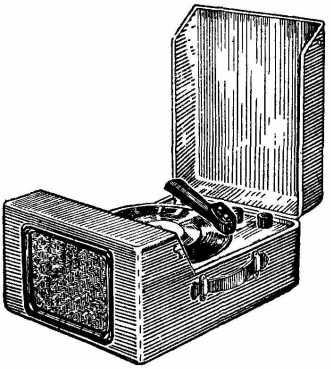 Электрические колебания от звукоснимателя через регулятор громкости.  Делать усилитель с питанием от батарей не имеет...